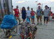 Roseto: volontari puliscono la spiaggia della Riserva Borsacchio