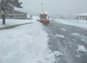FOTO Prima neve in Montagna. I mezzi della Provincia a lavoro a Pietracamela e Crognaleto
